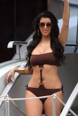 Kim_kardashian_bikini_photosmain_display_image