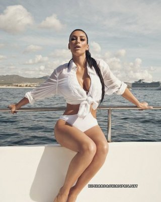 Kim-kardashian--2010-calendar-photoshoot_display_image