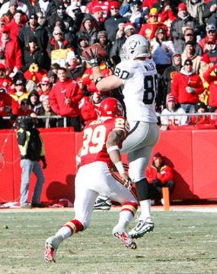 010211-raidersatchiefs52--nfl_medium_540_360_display_image