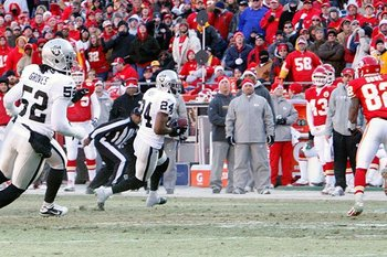 010211-raidersatchiefs42--nfl_medium_540_360_display_image