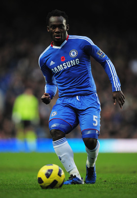 LONDON, ENGLAND - DECEMBER 04:  Michael Essien of Chelsea in action during the Barclays Premier League match between Chelsea and Everton at Stamford Bridge on December 4, 2010 in London, England.  (Photo by Shaun Botterill/Getty Images)