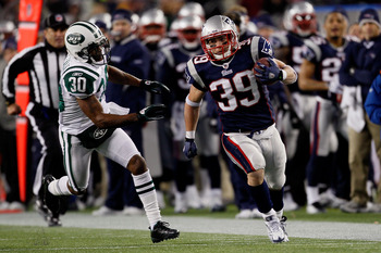 FOXBORO, MA - DECEMBER 06:  Danny Woodhead #39 of the New England Patriots runs with the ball in the second quarter against Drew Coleman #30 of the New York Jets at Gillette Stadium on December 6, 2010 in Foxboro, Massachusetts.  (Photo by Jim Rogash/Gett
