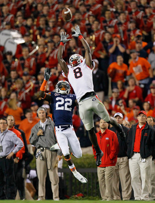 AUBURN, AL - NOVEMBER 13:  A.J. Green #8 of the Georgia Bulldogs fails to pull in this reception against Richard Samuel #22 of the Auburn Tigers at Jordan-Hare Stadium on November 13, 2010 in Auburn, Alabama.  (Photo by Kevin C. Cox/Getty Images)
