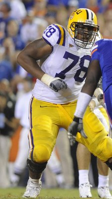 GAINESVILLE, FL - OCTOBER 11: Offensive lineman Joseph Barksdale #78 of the LSU Tigers sets to block against the Florida Gators at Ben Hill Griffin Stadium on October 11, 2008 in Gainesville, Florida.  (Photo by Al Messerschmidt/Getty Images)
