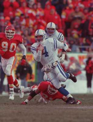 7 Jan 1996: QUARTERBACK JIM HARBAUGH #4 OF THE INDIANAPOLIS COLTS ROLLS AWAY FROM THE PRESSURE OF THE PURSUING DEFENSE DURING THE COLTS 10-7 AFC DIVISIONAL PLAYOFF VICTORY OVER THE KANSAS CITY CHIEFS AT ARROWHEAD STADIUM IN KANSAS CITY, MISSOURI.