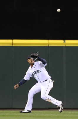 SEATTLE - APRIL 20:  Center fielder Franklin Gutierrez #21 of the Seattle Mariners lines up a catch against the Baltimore Orioles at Safeco Field on April 20, 2010 in Seattle, Washington. (Photo by Otto Greule Jr/Getty Images)