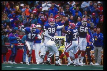 1 Nov 1992:  General view of a game between the New England Patriots and the Buffalo Bills at Rich Stadium in Orchard Park, New York.  The Bills won the game, 16-7. Mandatory Credit: Rick Stewart  /Allsport