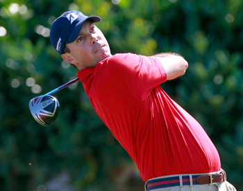 KAPALUA, HI - JANUARY 09:  Matt Kuchar hits a shot on the 1st hole during the final round of the Hyundai Tournament of Champions at the Plantation course on January 9, 2011 in Kapalua, Hawaii.  (Photo by Sam Greenwood/Getty Images)