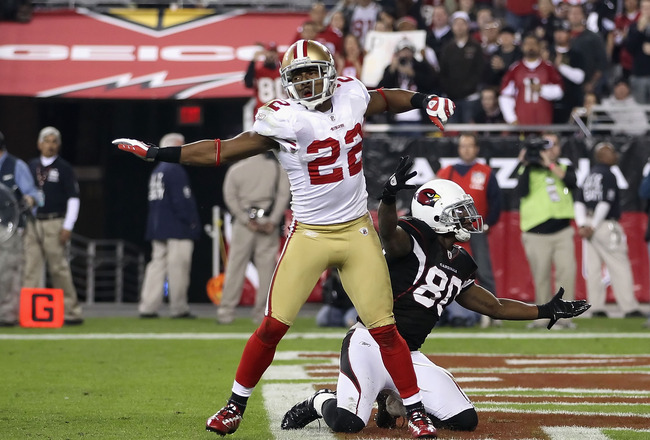 GLENDALE, AZ - NOVEMBER 29:  Cornerback Nate Clements #22 of the San Francisco 49ers celebrates after stopping a pass to Early Doucet #80 of the Arizona Cardinals during the NFL game at the University of Phoenix Stadium on November 29, 2010 in Glendale, A