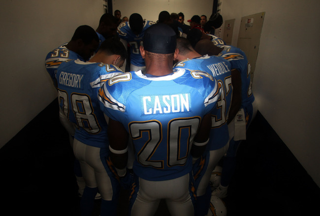 SAN DIEGO, CA - DECEMBER 16:  Cornerback Antoine Cason #20 of the San Diego Chargers huddles with teammembers prior to playing the San Francisco 49ers at Qualcomm Stadium on December 16, 2010 in San Diego, California.  (Photo by Donald Miralle/Getty Image