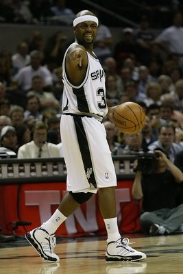SAN ANTONIO - MAY 17:  Nick Van Exel #31 of the San Antonio Spurs runs the offense against the Dallas Mavericks in Game Five of the Western Conference Semifinals during the 2006 NBA Playoffs May 17, 2006 at AT&amp;T Center in San Antonio, Texas. NOTE TO USER: