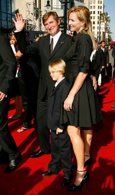 HOLLYWOOD - JULY 11:  NHL legend Wayne Gretzky with wife Janet Jones-Gretzky and their children arrive at the 2007 ESPY Awards at the Kodak Theatre on July 11, 2007 in Hollywood, California.  (Photo by Vince Bucci/Getty Images)
