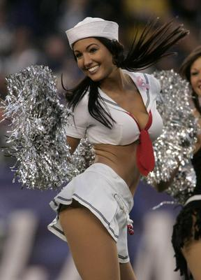 Ne_patriots-cheerleaders-dance-at-gillette-stadium-in-foxboro-ma_display_image
