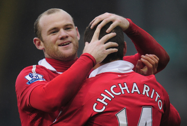 WEST BROMWICH, ENGLAND - JANUARY 01:  Wayne Rooney of Manchester United celebrates with team-mate Javier Hernandez after the second goal during the Barclays Premier League match between West Bromich Albion and Manchester United at The Hawthorns on January