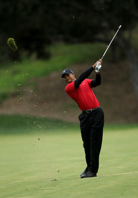 THOUSAND OAKS, CA - DECEMBER 05:  Tiger Woods hits his second shot on the 18th hole during the final round of the Chevron World Challenge at Sherwood Country Club on December 5, 2010 in Thousand Oaks, California.  (Photo by Stephen Dunn/Getty Images)