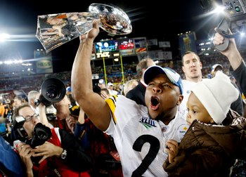 TAMPA, FL - FEBRUARY 01:  Mewelde Moore #21 of the Pittsburgh Steelers celebrates holds up the Vince Lombardi trophy as he celebrates with his daughter Jalyn Chantelle after their 27-23 win against the Arizona Cardinals during Super Bowl XLIII on February