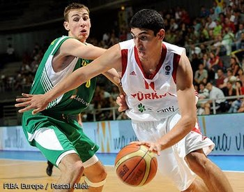 Kanter originally committed to Washington.