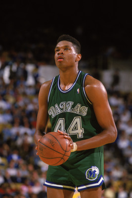 LOS ANGELES - 1987:  Sam Perkins #44 of the Dallas Mavericks shoots a free throw during the NBA game against the Los Angeles Lakers at the Great Western Forum in Los Angeles, California in 1987. NOTE TO USER: User expressly acknowledges and agrees that, b
