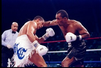 1 Mar 1997:  Sugar Ray Leonard (right) and Hector 'Macho' Camacho  go toe to toe during a bout in Atlantic City, New Jersey.  Camacho won the fight with a TKO in the fifth round. Mandatory Credit: Al Bello  /Allsport