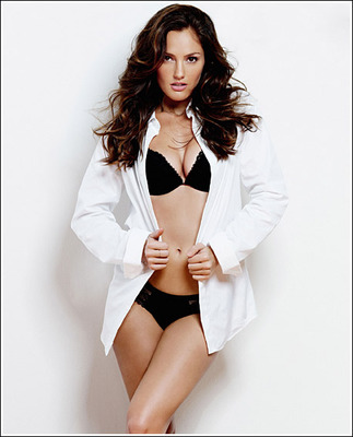 O-minka-kelly-is-esquire-s-sexiest-woman-alive-2010_display_image
