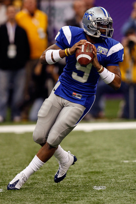 NEW ORLEANS - DECEMBER 20:  Dwight Dasher #9 of the Middle Tennessee Blue Raiders looks to throw the ball against the Southern Miss Golden Eagles during the R+L Carriers New Orleans Bowl at the Louisiana Superdome on December 20, 2009 in New Orleans, Loui