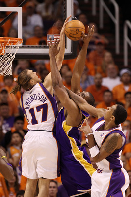 PHOENIX - MAY 29:  Louis Amundson #17 of the Phoenix Suns blocks a shot by Andrew Bynum #17 of the Los Angeles Lakers in the second quarter of Game Six of the Western Conference Finals during the 2010 NBA Playoffs at US Airways Center on May 29, 2010 in P