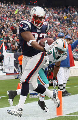 FOXBORO, MA - JANUARY 02:  Alge Crumpler #82 of the New England Patriots gets pushed out of bounds at the 2 yard line by Tyrone Culver #29 of the Miami Dolphins on January 2, 2011 at Gillette Stadium in Foxboro, Massachusetts.  (Photo by Elsa/Getty Images