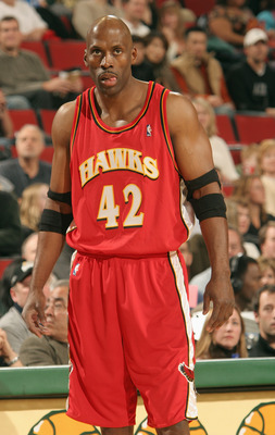 SEATTLE - NOVEMBER 5:  Kevin Willis #42 of the Atlanta Hawks is on the court during the game against the Seattle Sonics at Key Arena on November 5, 2004 in Seattle, Washington.  The Sonics won 106-85.    NOTE TO USER: User expressly acknowledges and agree