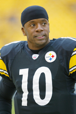 PITTSBURGH - DECEMBER 29:  Quarterback Kordell Stewart #10 of the Pittsburgh Steelers watches the NFL game against the Baltimore Ravens at Heinz Field on December 29, 2002 in Pittsburgh, Pennsylvania.  The Steelers defeated the Ravens 34-31.  (Photo by Ja