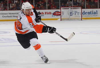NEWARK, NJ - SEPTEMBER 28:  Claude Giroux #28 of the Philadelphia Flyers skates against the New Jersey Devils at the Prudential Center on September 28, 2010 in Newark, New Jersey.  (Photo by Bruce Bennett/Getty Images)