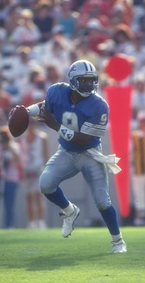 25 Oct 1992: Quarterback Rodney Peete of the Detroit Lions looks to pass the ball during a game against the Tampa Bay Buccaneers at Tampa Stadium in Tampa, Florida. The Lions won the game, 38-7.