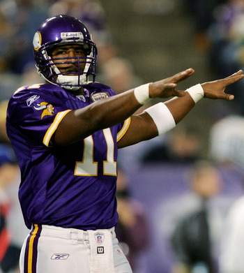 MINNEAPOLIS - OCTOBER 23:  Quarterback Daunte Culpepper #11 the Minnesota Vikings directs the offense against the Green Bay Packers at the Metrodome October 23, 2005 in Minneapolis, Minnesota.  (Photo by Doug Pensinger/Getty Images)