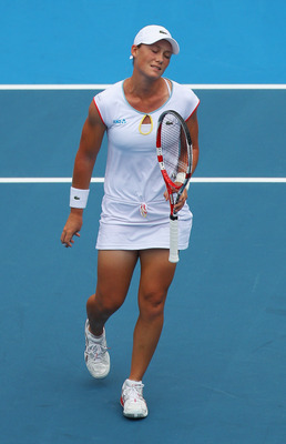 SYDNEY, AUSTRALIA - JANUARY 11:  Sam Stosur of Australia reacts after losing a point in her match against Svetlana Kuznetsova of Russiaduring day three of the 2011 Medibank International at Sydney Olympic Park Tennis Centre on January 11, 2011 in Sydney,