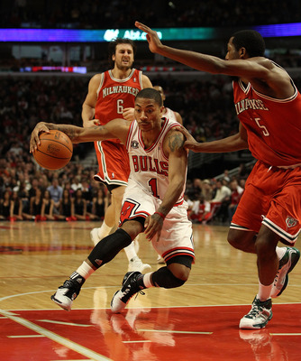 CHICAGO, IL - DECEMBER 28: Derrick Rose #1 of the Chicago Bulls drives the lane against John Salmons #15 of the Milwaukee Bucks at the United Center on December 28, 2010 in Chicago, Illinois. The Bulls defeated the Bucks 90-77. NOTE TO USER: User expressl
