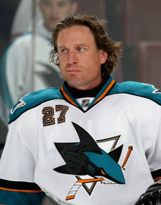 PHILADELPHIA - OCTOBER 22:  Jeremy Roenick #27 of the San Jose Sharks skates against the Philadelphia Flyers on October 22, 2008 at the Wachovia Center in Philadelphia, Pennsylvania.  (Photo by Bruce Bennett/Getty Images)