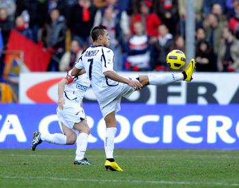GENOA, ITALY - JANUARY 16:  Alexis Sanchez of Udinese Calcio in action during the Serie A match between Genoa and Udinese at Stadio Luigi Ferraris on January 16, 2011 in Genoa, Italy.  (Photo by Claudio Villa/Getty Images)