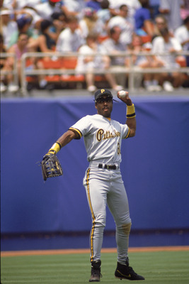 LOS ANGELES - MAY 24:  Left fielder Barry Bonds #24 of the Pittsburgh Pirates throws the ball in from left field during the game against the Los Angeles Dodgers at Dodger Stadium on May 24, 1992 in Los Angeles, California. (Photo by Ken Levine./Getty Imag