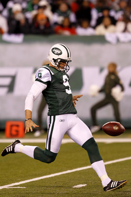 EAST RUTHERFORD, NJ - NOVEMBER 25:  Steve Weatherford #9 of the New York Jets punts against the Cincinnati Bengals at New Meadowlands Stadium on November 25, 2010 in East Rutherford, New Jersey. The Jets defeated the Bengal 26-10.  (Photo by Chris Trotman