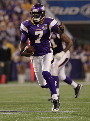 MINNEAPOLIS, MN - DECEMBER 05: Tavaris Jackson #7 of the Minnesota Vikings rushes against the Buffalo Bills at the Mall of America Field at the Hubert H. Humphrey Metrodome on December 5, 2010 in Minneapolis, Minnesota.  (Photo by Nick Laham/Getty Images)