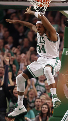 BOSTON, MA - JANUARY 05:  Paul Pierce #34 of the Boston Celtics celebrates his dunk against the San Antonio Spurs on January 5, 2011 at the TD Garden in Boston, Massachusetts. The Celtics defeated the Spurs 105-103. NOTE TO USER: User expressly acknowledg
