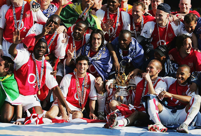 LONDON - MAY 15:  Arsenal players celebrate winning the Premiership during the FA Barclaycard Premiership match between Arsenal and Leicester City at Highbury on May 15, 2004 in London.  (Photo by Clive Mason/Getty Images)