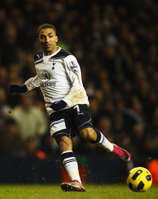 LONDON, UNITED KINGDOM - JANUARY 01:  Aaron Lennon of Tottenham Hotspur runs with the ball during the Barclays Premier League match between Tottenham Hotspur and Fulham at White Hart Lane on January 1, 2011 in London, England.  (Photo by Richard Heathcote