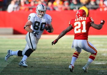 KANSAS CITY, MO - JANUARY 02:  Tight end Zach Miller #80 of the Oakland Raiders runs down field while defended by cornerback Javier Arenas #21 of the Kansas City Chiefs in a game at Arrowhead Stadium on January 2, 2011 in Kansas City, Missouri.  (Photo by