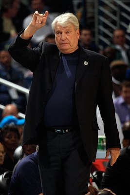 Don Nelson: That's NOT a defensive hand signal, Don doesn't remember any!