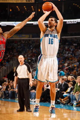 NEW ORLEANS - JANUARY 29:  Peja Stojakovic #16  of the New Orleans Hornets shoots the ball against the Chicago Bulls at the New Orleans Arena on January 29, 2010 in New Orleans, Louisiana.   NOTE TO USER: User expressly acknowledges and agrees that, by do