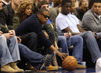 DALLAS - FEBRUARY 24:   Rapper Jay-Z and singer Beyonce Knowles attend a game between the Los Angeles Lakers and Dallas Mavericks on February 24, 2010 at American Airlines Center in Dallas, Texas.  NOTE TO USER: User expressly acknowledges and agrees that