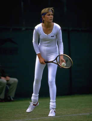 JUN 1985:  ANNE WHITE OF THE USA PREPARES TO SERVE IN A REVOLUTIONARY ONE PIECE TENNIS OUTFIT AT THE WIMBLEDON CHAMPIONSHIPS.