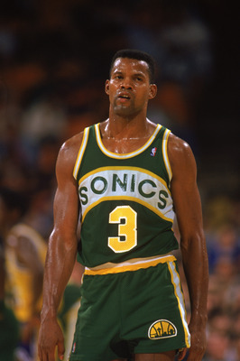 LOS ANGELES - 1990:  Dale Ellis #3 of the Seattle Supersonics looks on during the 1989-1990 NBA season game against the Los Angeles Lakers at the Great Western Forum in Los Angeles, California.  (Photo by Ken Levine/Getty Images)