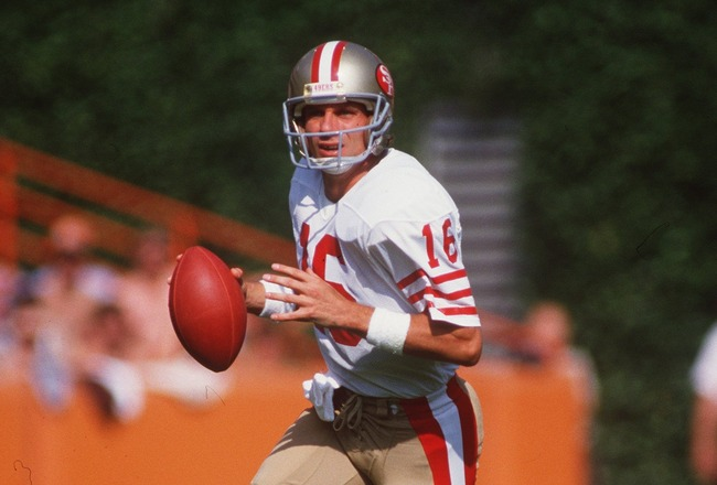 10 OCT 1985:  SAN FRANCISCO 49ERS QUARTERBACK JOE MONTANA ROLES OUT TO PASS DURING THE 49ERS 28-14 WIN OVER THE LOS ANGELES RAMS AT ANAHEIM STADIUM IN ANAHEIM, CALIFORNIA. Mandatory Credit: Mike Powell/ALLSPORT