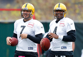 PITTSBURGH - OCTOBER 15:  Ben Roethlisberger #7 and Byron Leftwich #4 of the Pittsburgh Steelers joke around during practice at the Pittsburgh Steelers South Side training facility on October 15, 2010 in Pittsburgh, Pennsylvania.  (Photo by Jared Wickerha